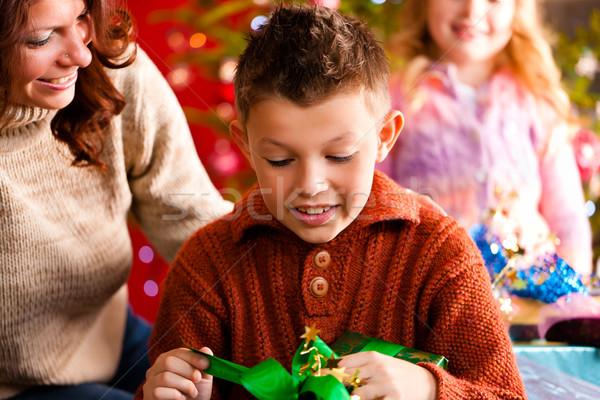 Stok fotoğraf: Noel · aile · hediyeler · noel · mutlu · aile · anne
