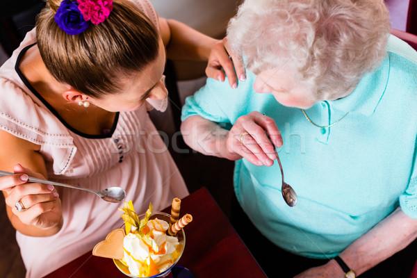 Avó mulher jovem alimentação sorvete senior mulher Foto stock © Kzenon