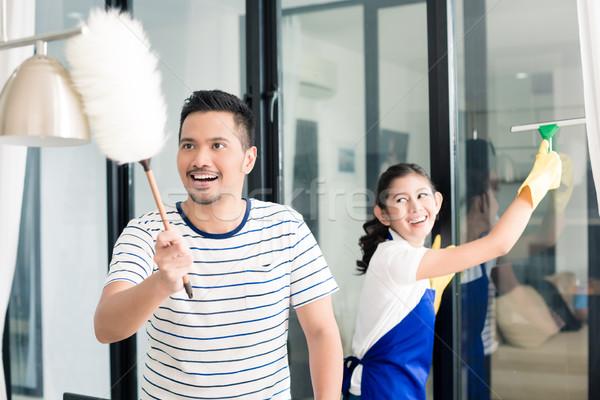 Zdjęcia stock: Indonezyjski · para · czyszczenia · domu · człowiek · okno