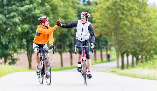 Zdjęcia stock: Wyścigi · rowerzystów · sportu · high · five · fitness · treningu