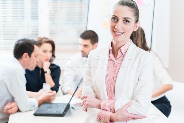 üzletasszony irodai emberek dolgozik üzlet számítógép iroda Stock fotó © Kzenon
