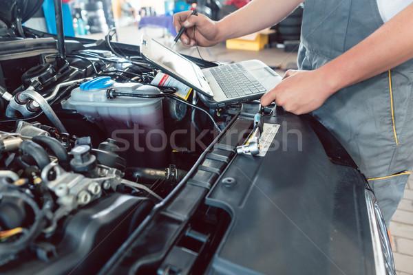 Schroevendraaier geschoold monteur motor Stockfoto © Kzenon