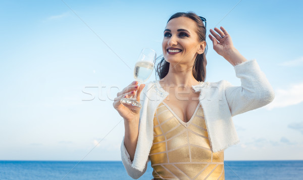 Stockfoto: Vrouw · vergadering · zee · partij · strand · glas