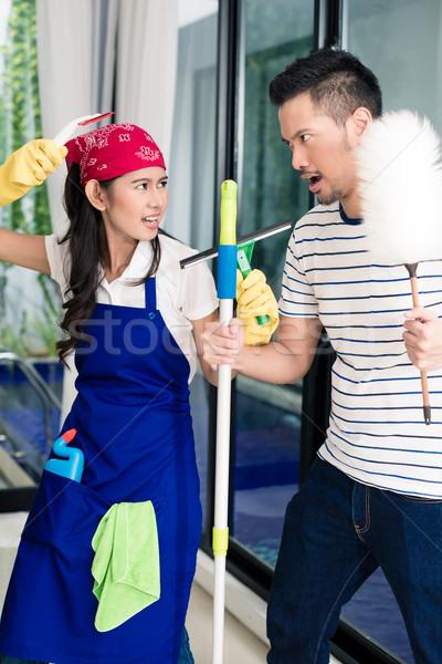 Asian femme homme nettoyage maison Photo stock © Kzenon