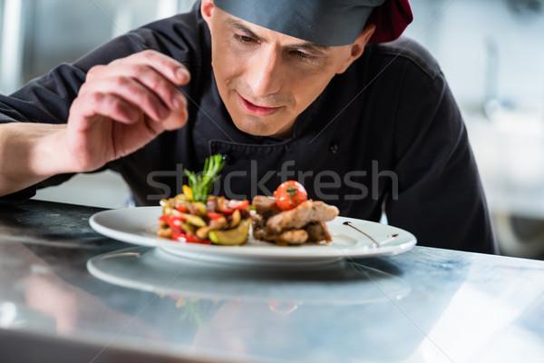 Szakács befejezés étel előkészített edény disznóhús Stock fotó © Kzenon
