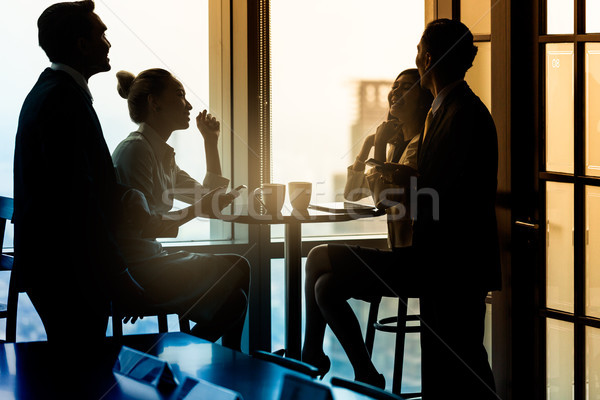オフィス コーヒーブレイク 話し グループ ビジネス ストックフォト © Kzenon