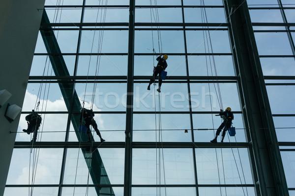 Professionnels fenêtre escalade up façade cordes Photo stock © Kzenon