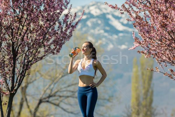 Frau Pause läuft Trinkwasser passen Wasser Stock foto © Kzenon