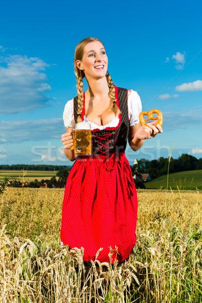 Kadın bira tuzlu kraker genç içme kız Stok fotoğraf © Kzenon