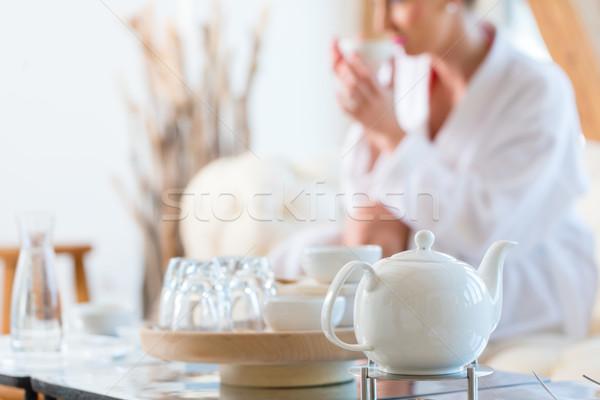 Mulher potável chá bem-estar estância termal banho Foto stock © Kzenon