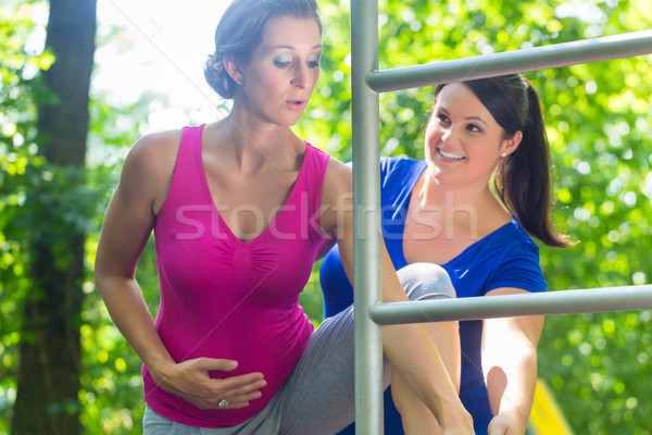 Embarazo ejercicio deporte escalada marco dos mujeres Foto stock © Kzenon