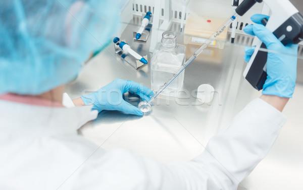 Tudós labor kísérlet férfi munka tudomány Stock fotó © Kzenon