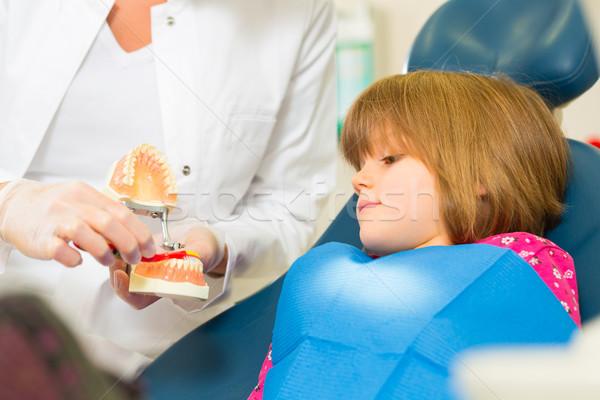 Dentista cepillo de dientes pequeño paciente cirugía nino Foto stock © Kzenon