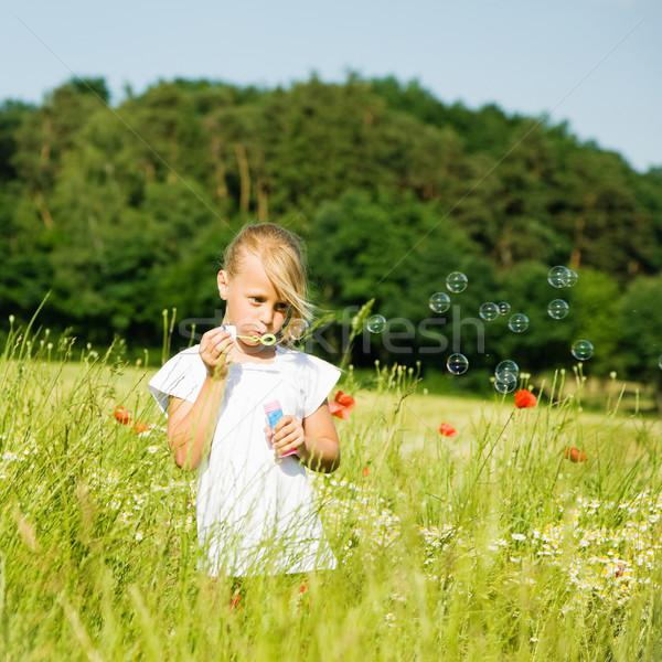 Kız sabun köpüğü küçük kız alan Stok fotoğraf © Kzenon