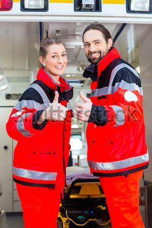 Сток-фото: скорой · помогают · раненый · женщину · чрезвычайных · врач