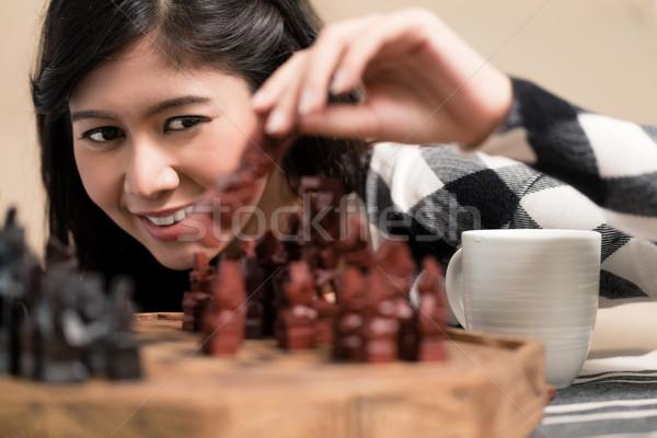 Indonéz nő játszik sakk alkat nappali Stock fotó © Kzenon