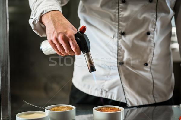 Chef ardor postre pequeño llama hombre Foto stock © Kzenon