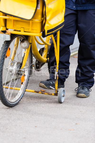 Fracht Fahrrad Briefträger Mail Mann schriftlich Stock foto © Kzenon