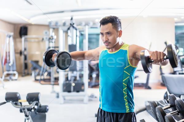 Jóképű határozott fiatalember testmozgás súlyzók modern Stock fotó © Kzenon