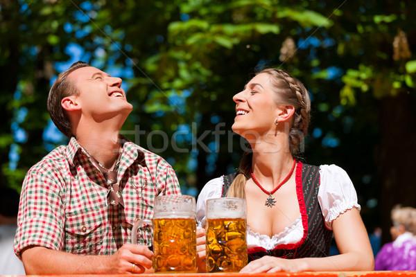Stockfoto: Gelukkig · paar · vergadering · bier · tuin · genieten