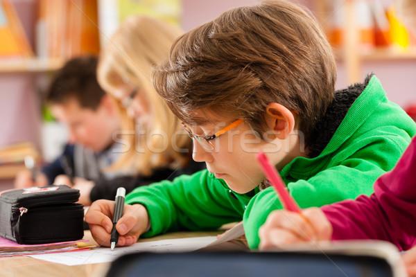 Iskolás iskola házi feladat oktatás elsődleges általános iskola Stock fotó © Kzenon