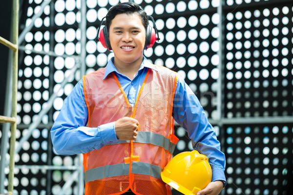 Asia indonesio trabajador de la construcción edificio casco Foto stock © Kzenon