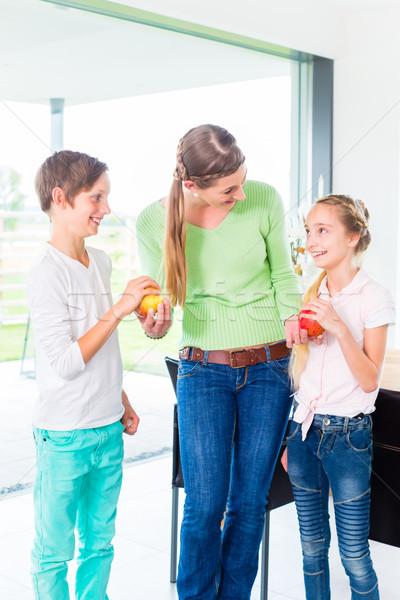 матери детей яблоко Здоровый образ жизни свежие плодов Сток-фото © Kzenon