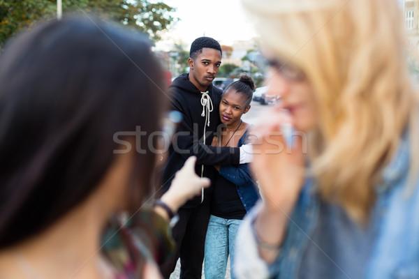 Racisme noir couple personnes pointant doigt Photo stock © Kzenon