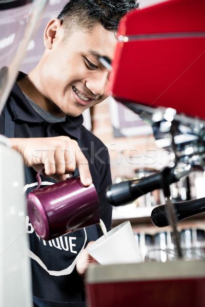 Asian professionele barista espresso shot Stockfoto © Kzenon