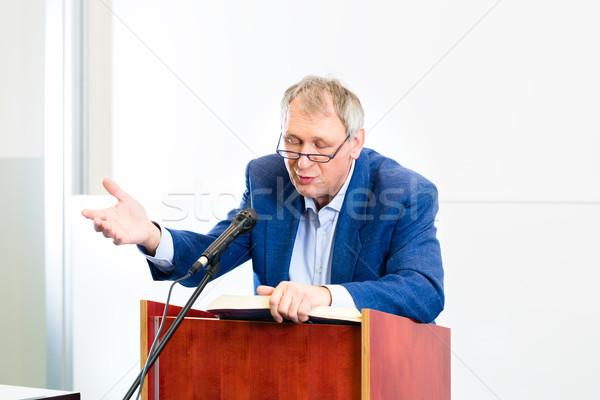 Kolegium profesor wykład stałego biurko edukacji Zdjęcia stock © Kzenon