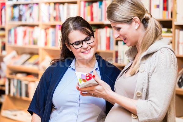 2 友達 読む 図書 書店 一緒に ストックフォト © Kzenon