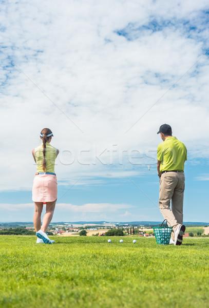 Fiatal nő gyakorol helyes mozgás golf osztály Stock fotó © Kzenon