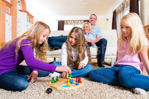 Foto stock: Familia · jugando · casa · piso · mujer