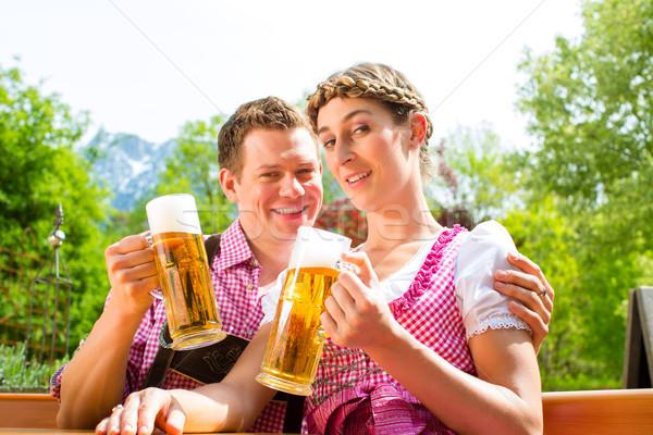 Heureux couple bière jardin potable séance Photo stock © Kzenon