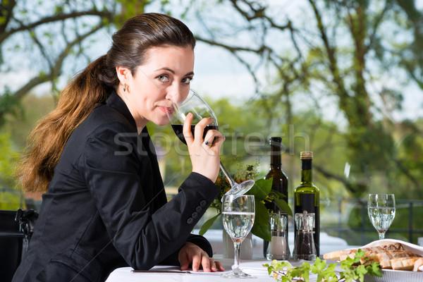 Сток-фото: деловая · женщина · обед · ресторан · бизнеса · Изысканные · ужины · улыбка