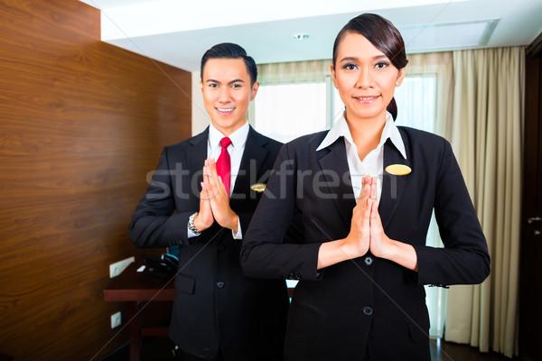 Dzsakarta portré hotel személyzet üdvözlet kezek hotel Stock fotó © Kzenon