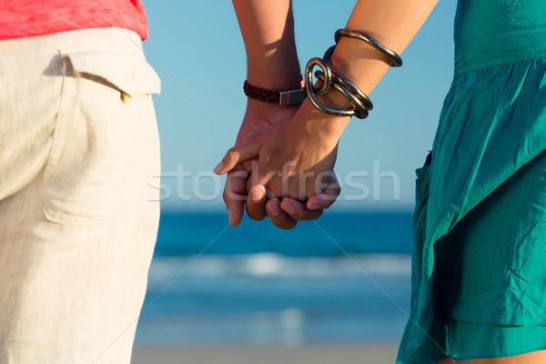 Człowiek kobieta wygaśnięcia plaży para Zdjęcia stock © Kzenon