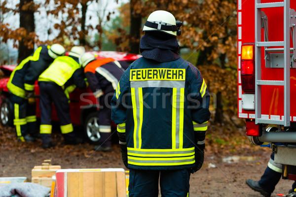 Baleset tűz áldozat autó hidraulikus mentés Stock fotó © Kzenon
