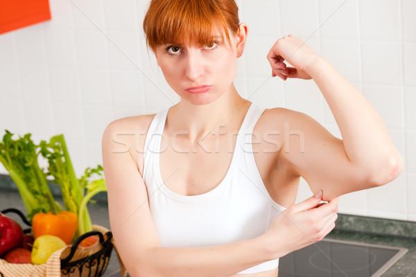 Kobieta triceps wykonywania ramię masy diety Zdjęcia stock © Kzenon