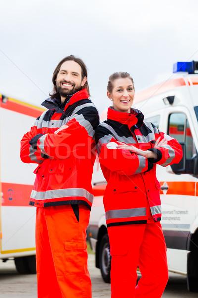 Foto stock: Emergência · médico · paramédico · ambulância · enfermeira · em · pé