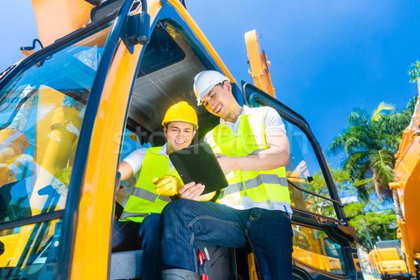 Stockfoto: Asian · bouw · bestuurder · bespreken · ingenieur · blauwdrukken