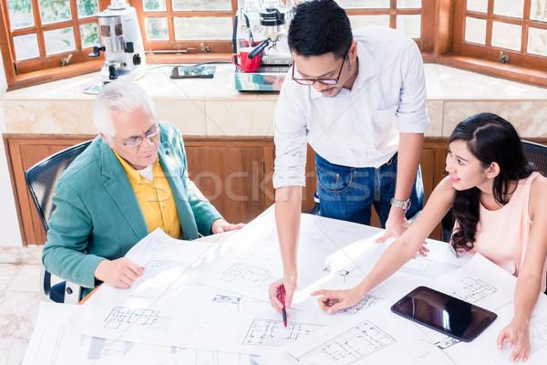 Derűs profi csapat dolgozik innovatív projekt Stock fotó © Kzenon