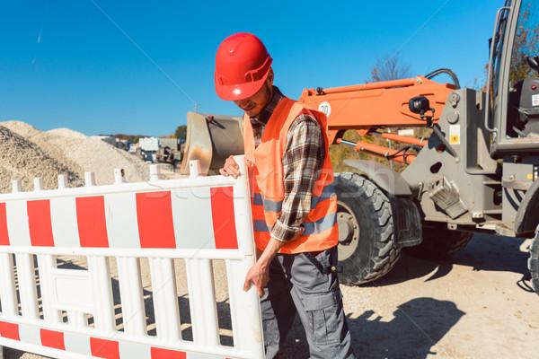 Werknemer omhoog bouwplaats weg werk oranje Stockfoto © Kzenon