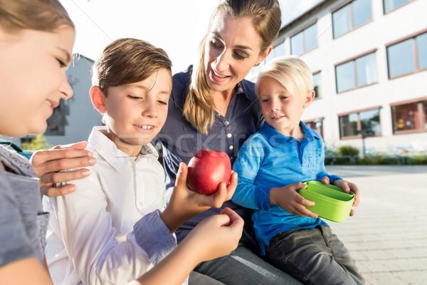 Anya gyerekek iskola alma ételhordó doboz család Stock fotó © Kzenon