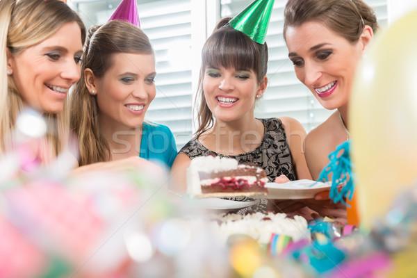 четыре красивой женщины Лучшие друзья улыбаясь разделение Сток-фото © Kzenon