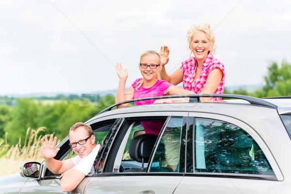 Familie rijden auto vrouw man moeder Stockfoto © Kzenon