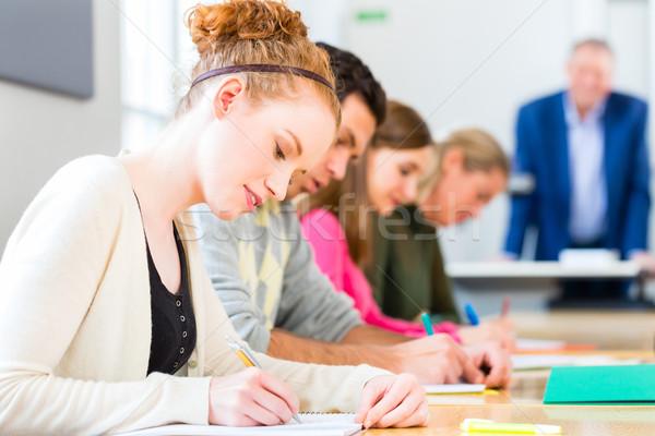 College studenten schrijven test examen universiteit Stockfoto © Kzenon