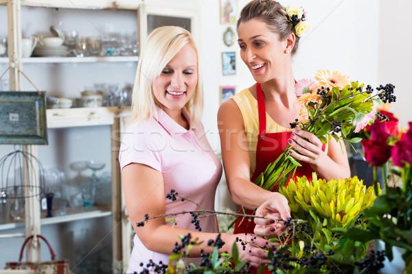 Blumenladen Umsatz Frau Rat Kunden Laden Stock foto © Kzenon