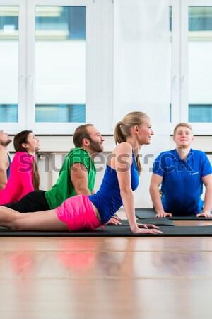 соответствовать красивая женщина пена группа тренировки Сток-фото © Kzenon