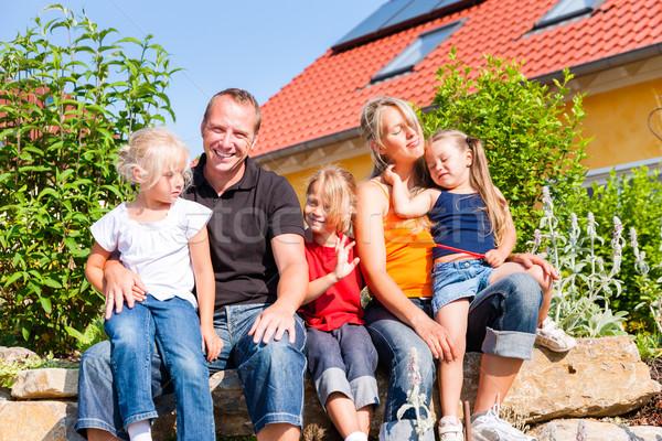 Családi otthon ház fiatal három gyerekek ül Stock fotó © Kzenon